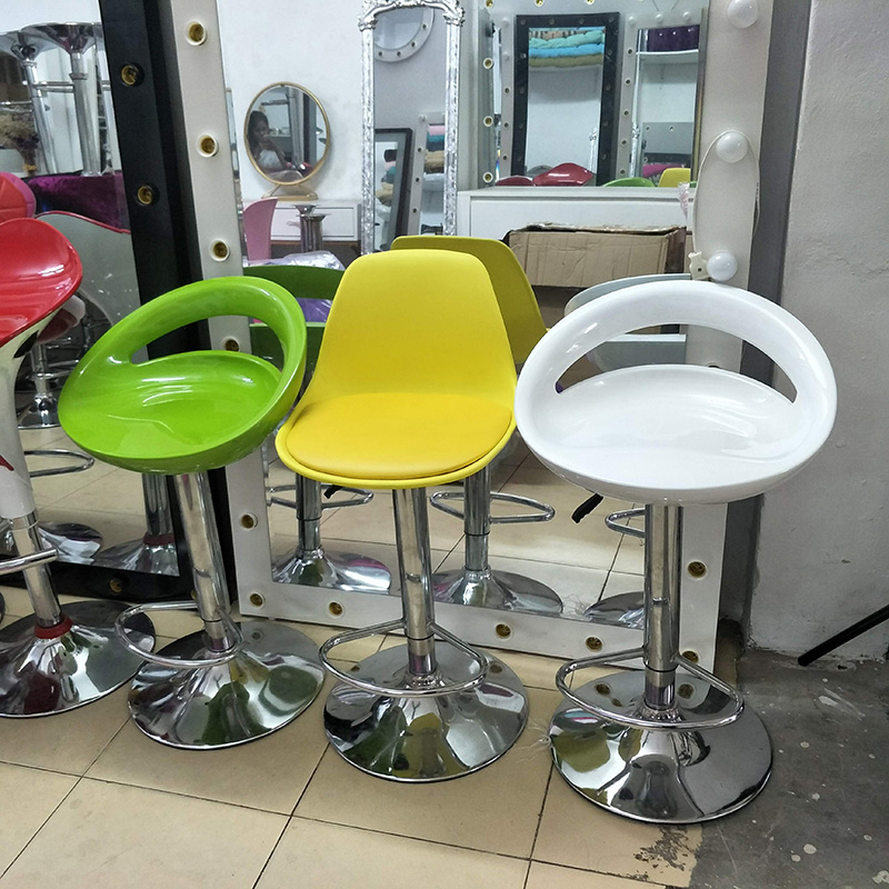 Ghế bar lưng khoét với đa dạng màu sắc khác nhau