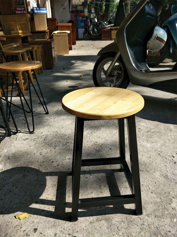 Ghế đôn chân sắt mặt gỗ cao su