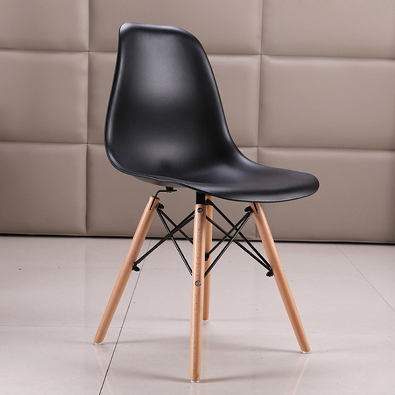 Ghế Eames nhựa chân gỗ tự nhiên. Giá 250K. Xả kho số lượng lớn