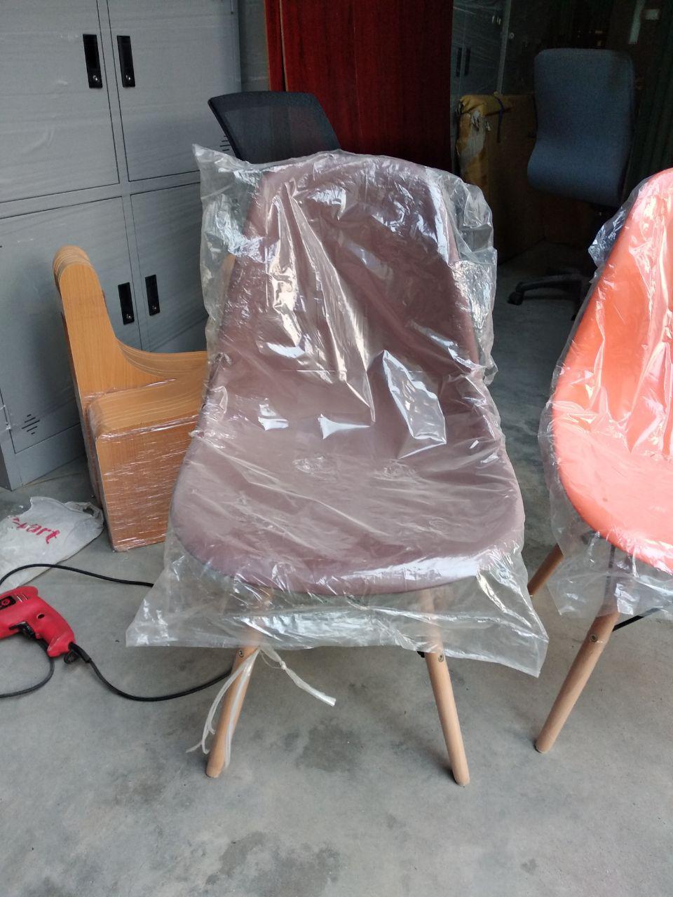 Ghế màu nâu cafe
