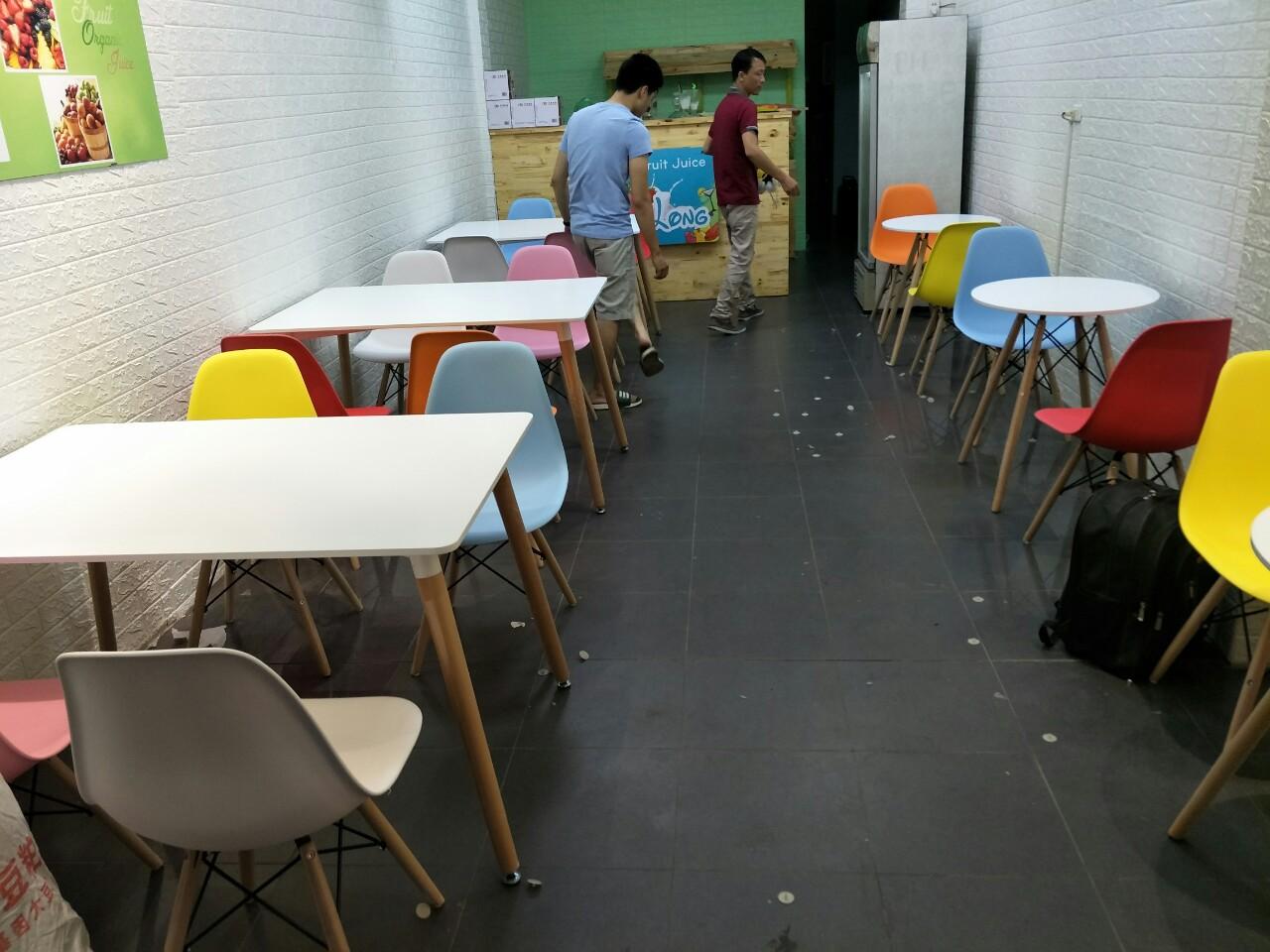 Ghế Eames nhiều màu cho quán trà sữa 2019