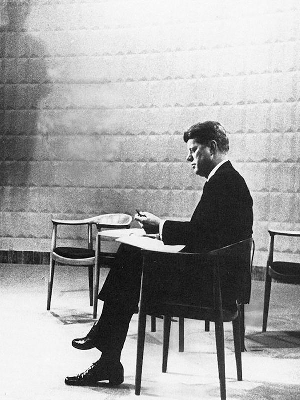 Ghế Kennedy Gỗ Tần Bì