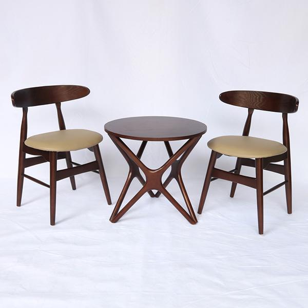 Ghế có thể kết hợp với nhiều loại bàn khác nhau dùng làm bàn ăn hoặc bà trà