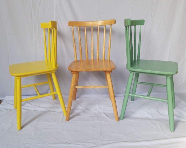 Ghế Pinnstol xanh, vàng và trắng là 2 loại phổ biến nhất