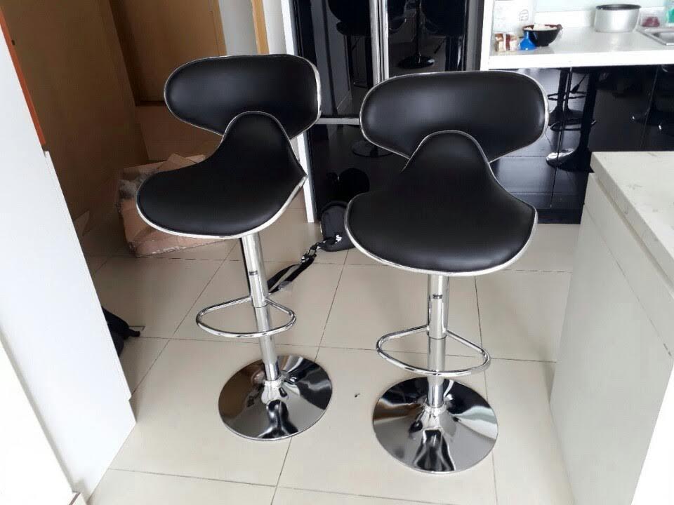 Ghế bar xoay cao cấp màu đen