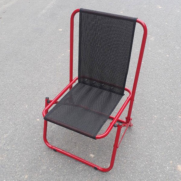 Phần đệm và lưng ghế dạng lưới có thể chịu được mưa