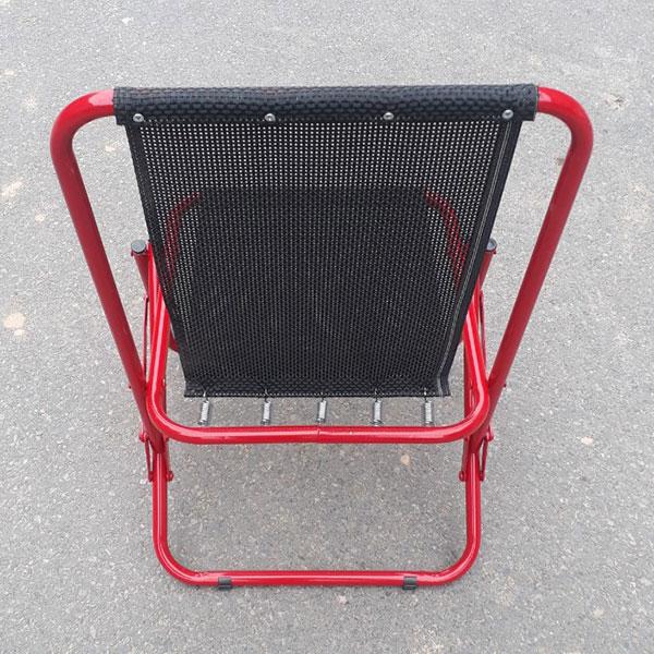 Phần lưng ghế được giữ bằng 5 lò xo tạo cảm giác đàn hồi dễ chịu