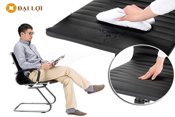 Ghế được trang bị da cao cấp Simila chống bám bụi, chống bẩn chống thấm nước lau chùi vệ sinh dễ dàng