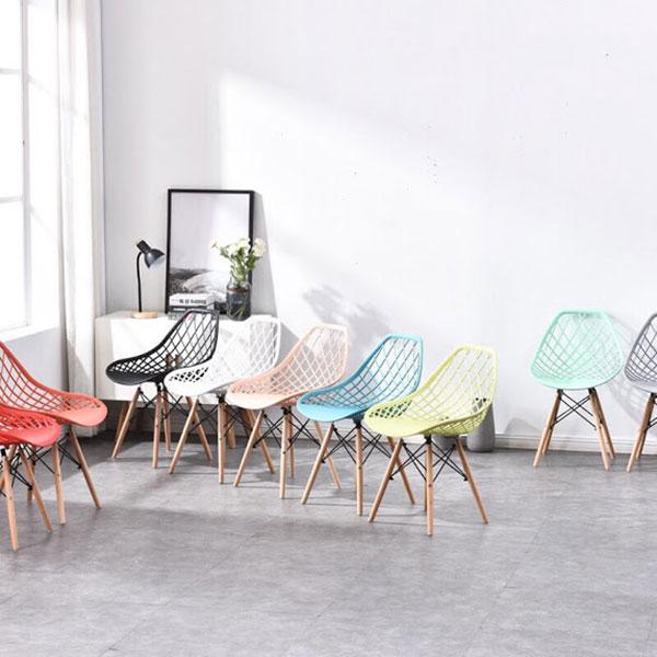 Ghế Zima chân gỗ là phiên bản cải biến mới nhất của ghế Eames