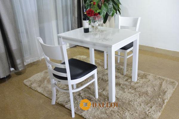 bàn ăn bằng gỗ