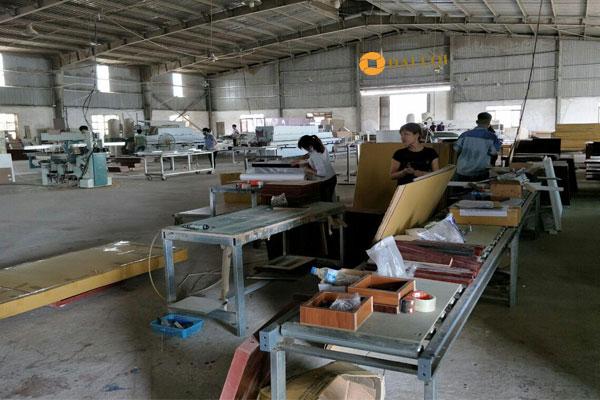 Nhà máy sản xuất bàn làm việc nhóm