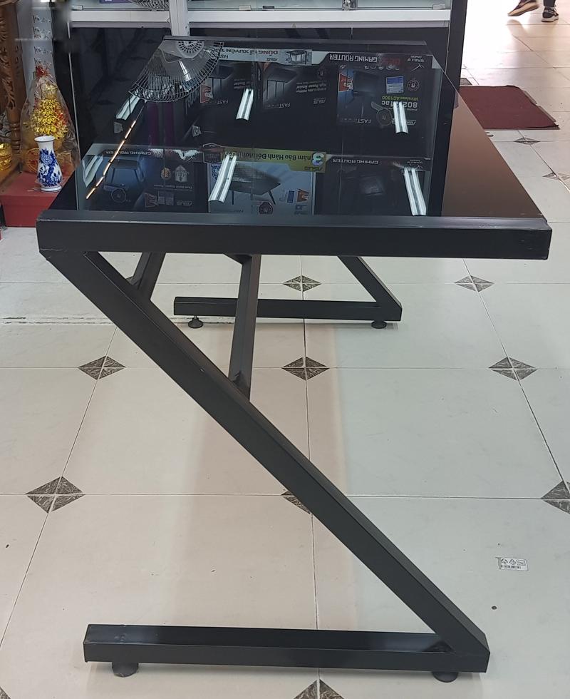 khung cạnh bàn z mặt kính