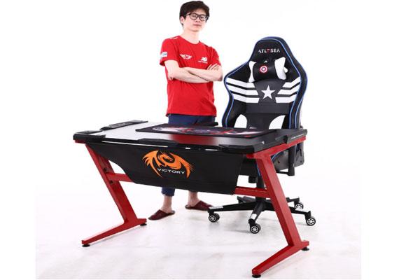 ảnh thực tế kết hợp giữa bàn gaming với ghế gamming