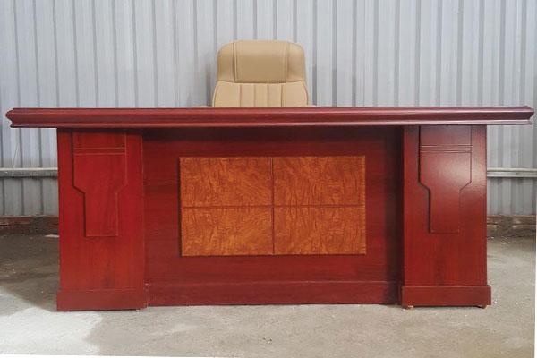 Thanh lý bàn giám đốc mới 99% tại kho 200 chiếc