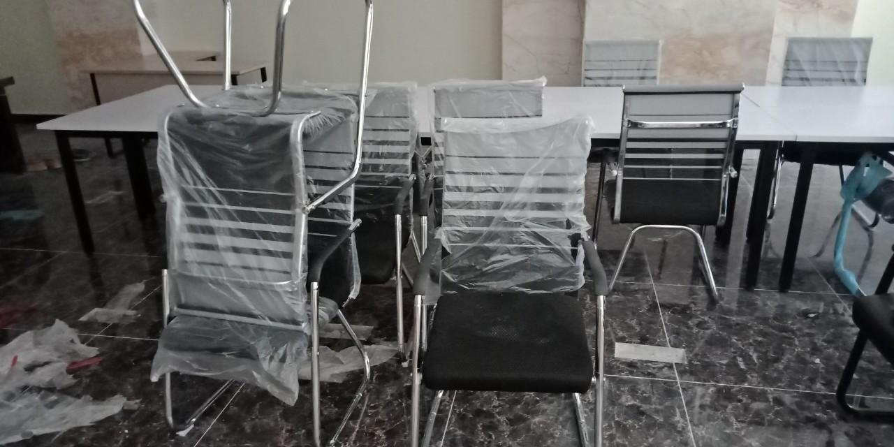 Mẫu 5: Thanh lý ghế phòng họp chân quỳ lưới