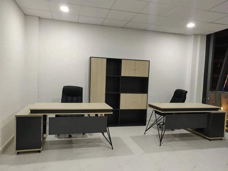 thi công lắp đặt bàn giám đốc hiện đại