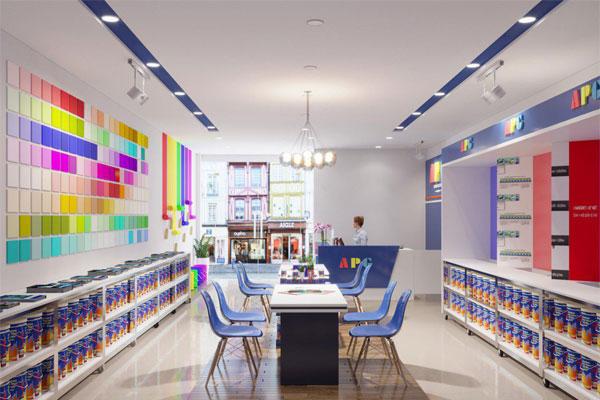 Showroom thiết kế cần trưng bày được các màu sơn và tôn được không gian của hãng