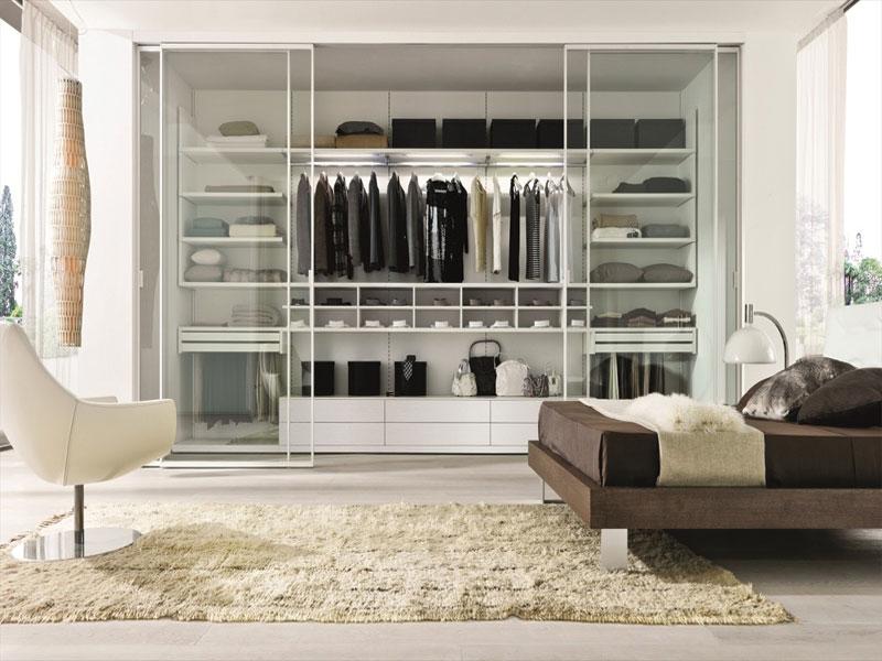 Tủ quần áo thiết kế cạnh phòng ngủ có cửa kính vào ra, với thiết kế này chỉ dành cho phòng ngủ rộng
